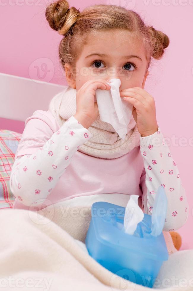 sjuk liten flicka foto