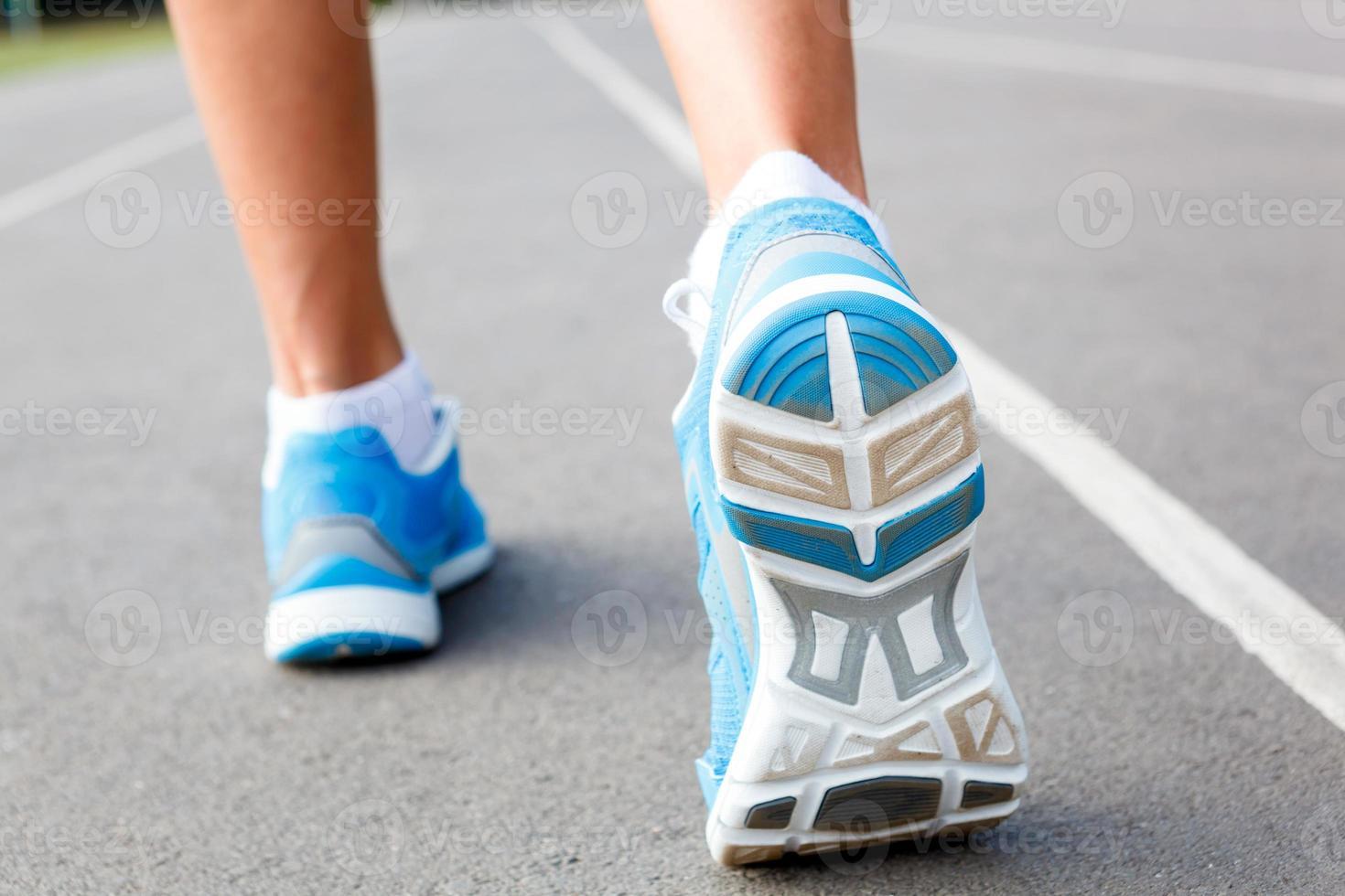 närbild av löpare sko - löpning koncept. foto