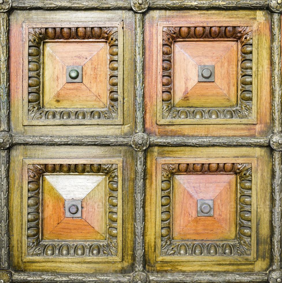 livadia palace exteriör. detalj av vintage trädörr. foto