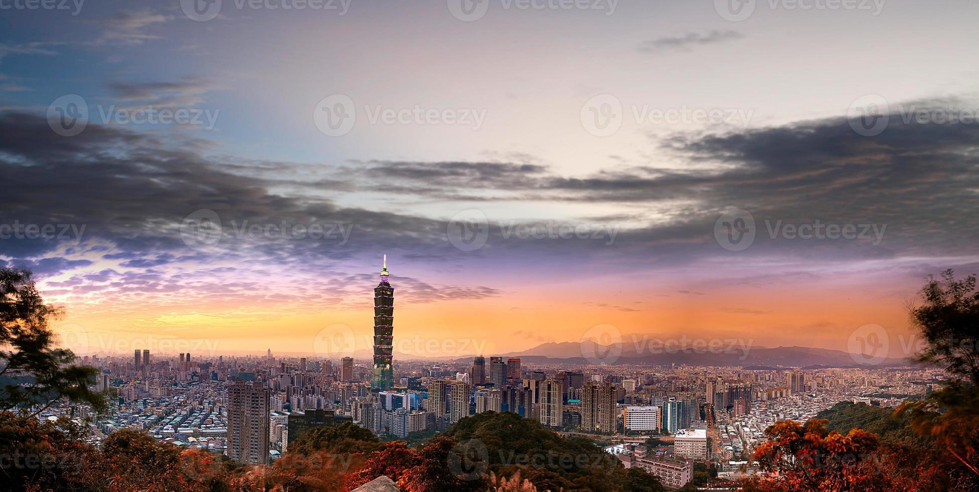 fullständig utsikt över staden i Taipei foto