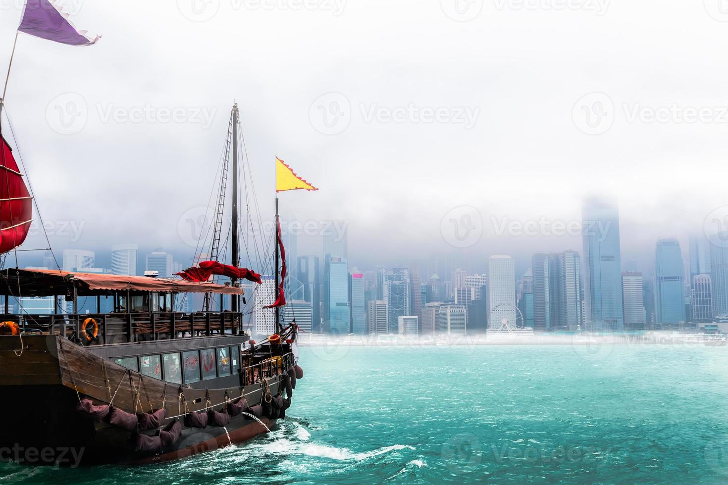 skräpbåt i Hong Kong City foto