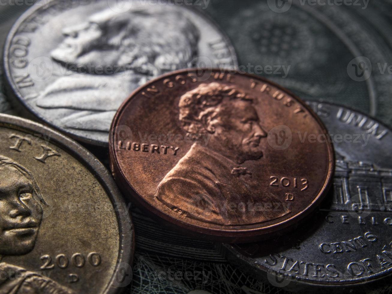 mynt och valuta sedlar foto