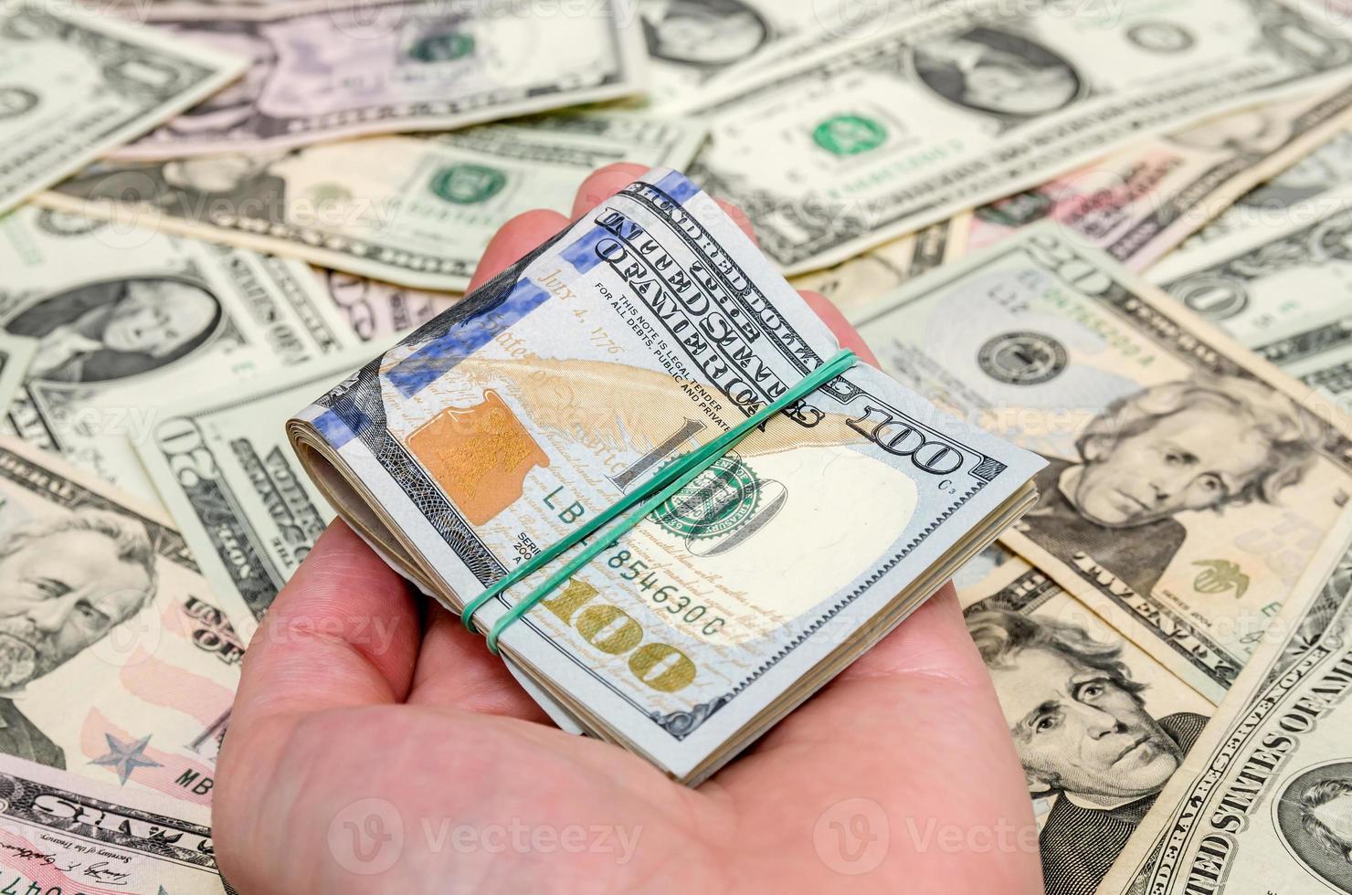 olika dollarsedlar som bakgrund foto