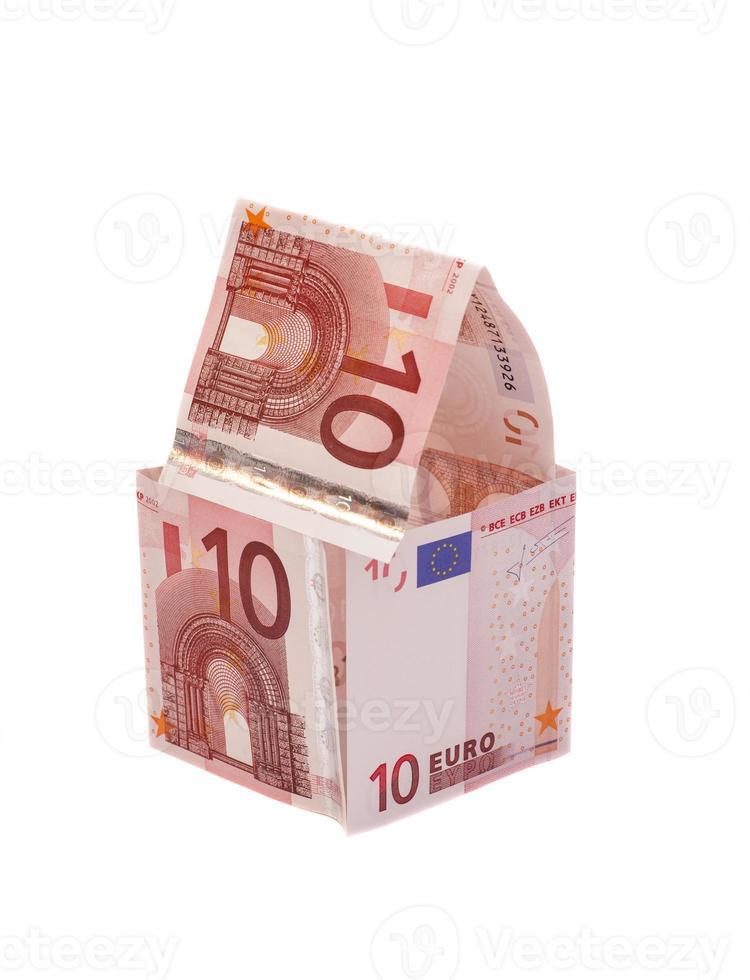 hus tillverkat av tio eurosedlar foto
