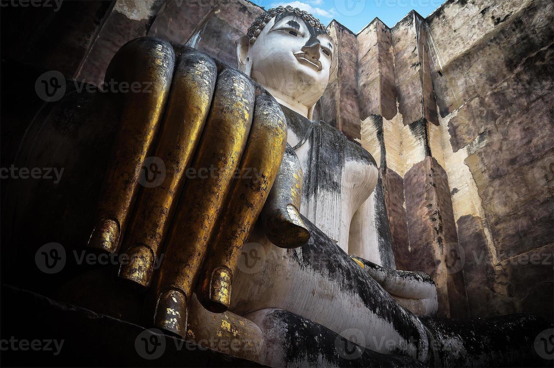 buddha staty i templet för wat sri chum foto