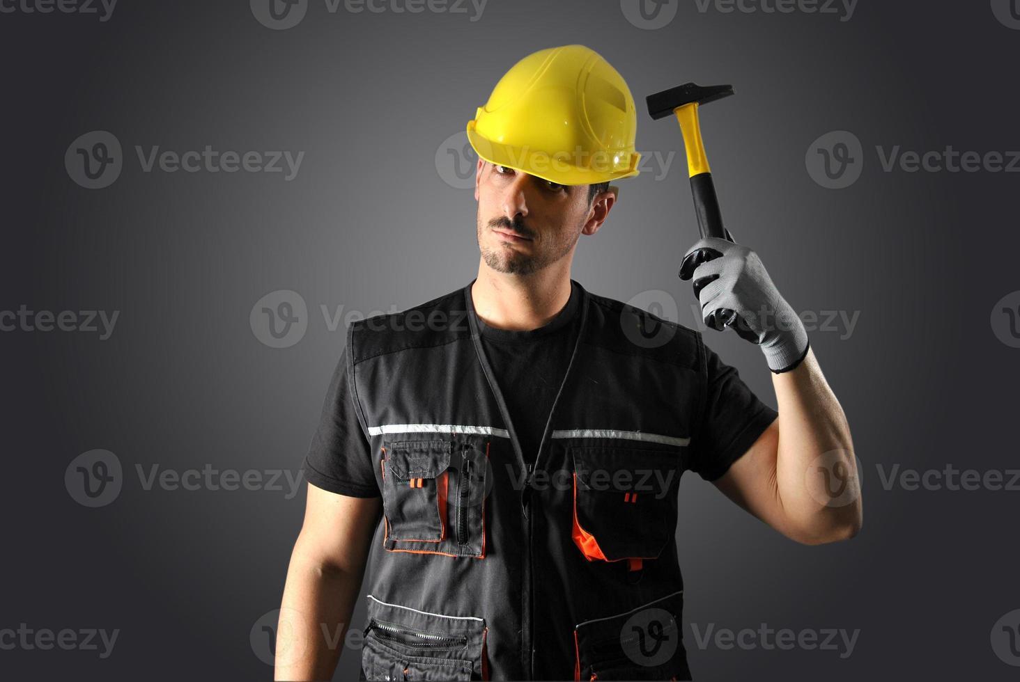 arbetare med gul hjälm foto
