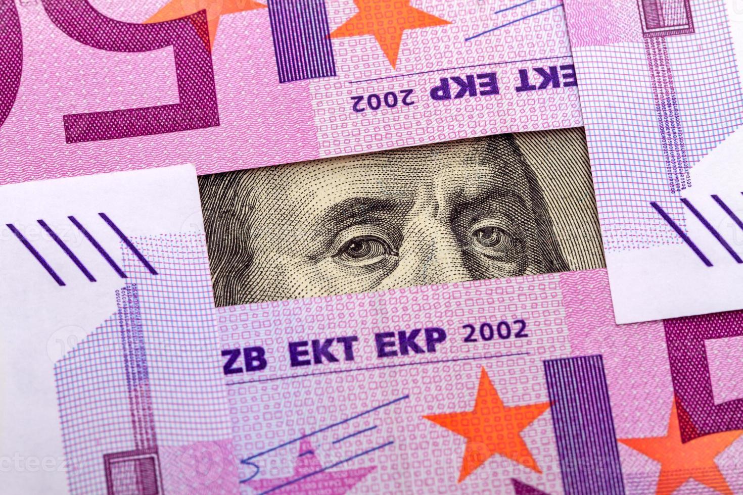 ögon benjamin franklin och euro foto