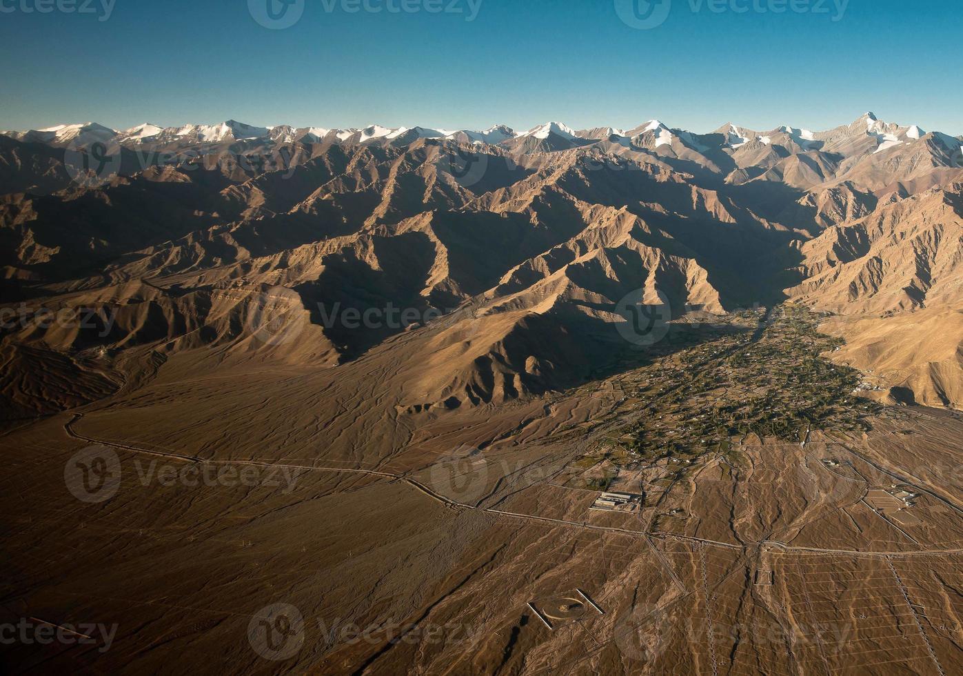 Flygfoto över himalayorna foto