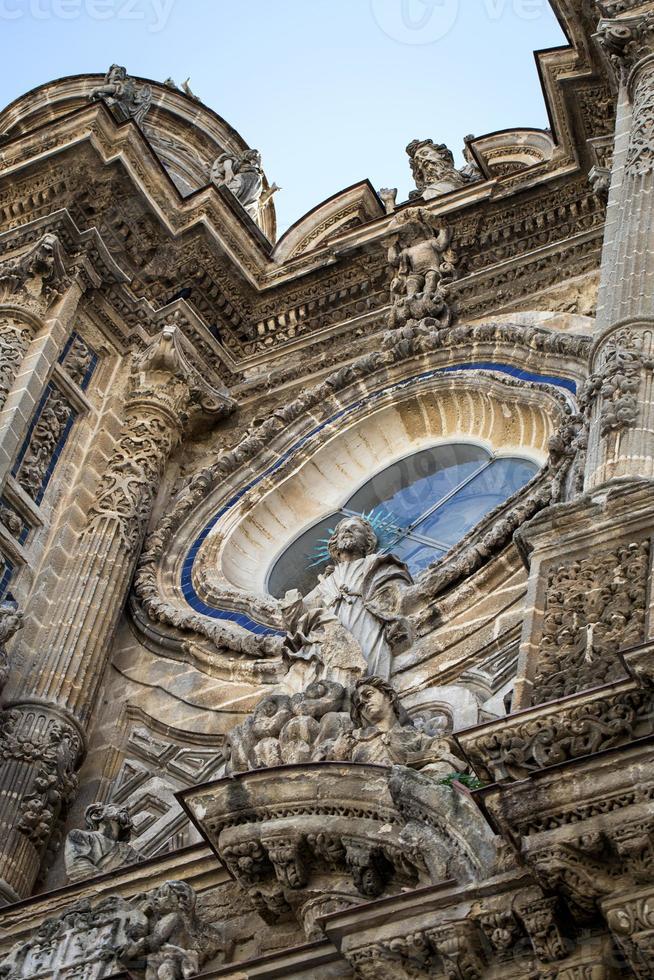 kyrkor och gator. jerez de la frontera, Spanien foto