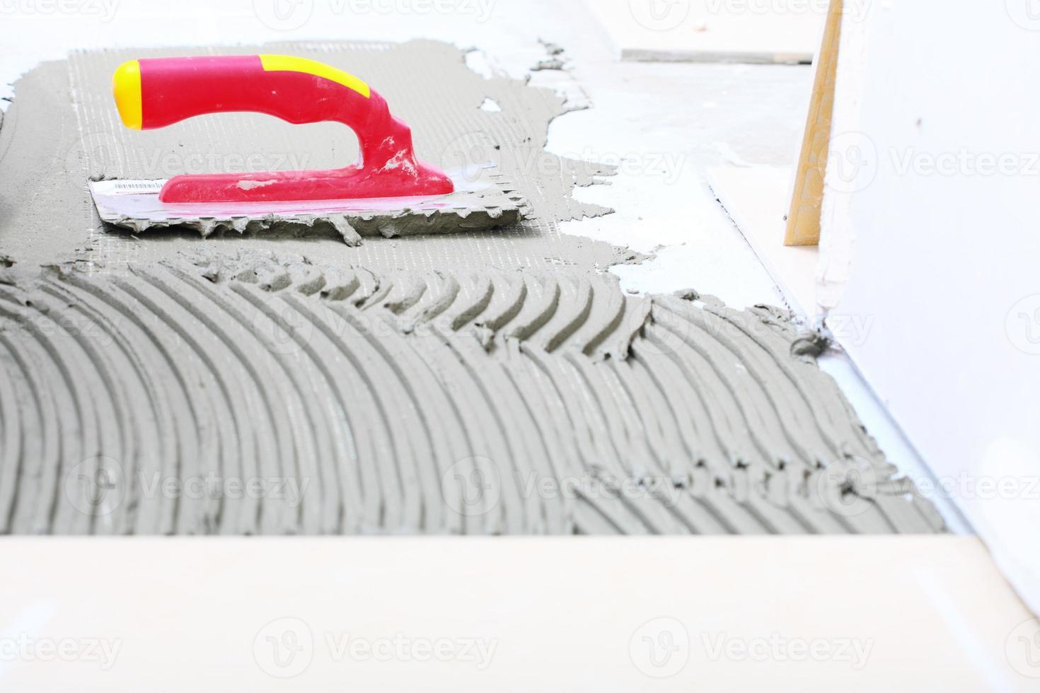 konstruktion hackad murslev med murbruk för kakelarbeten foto