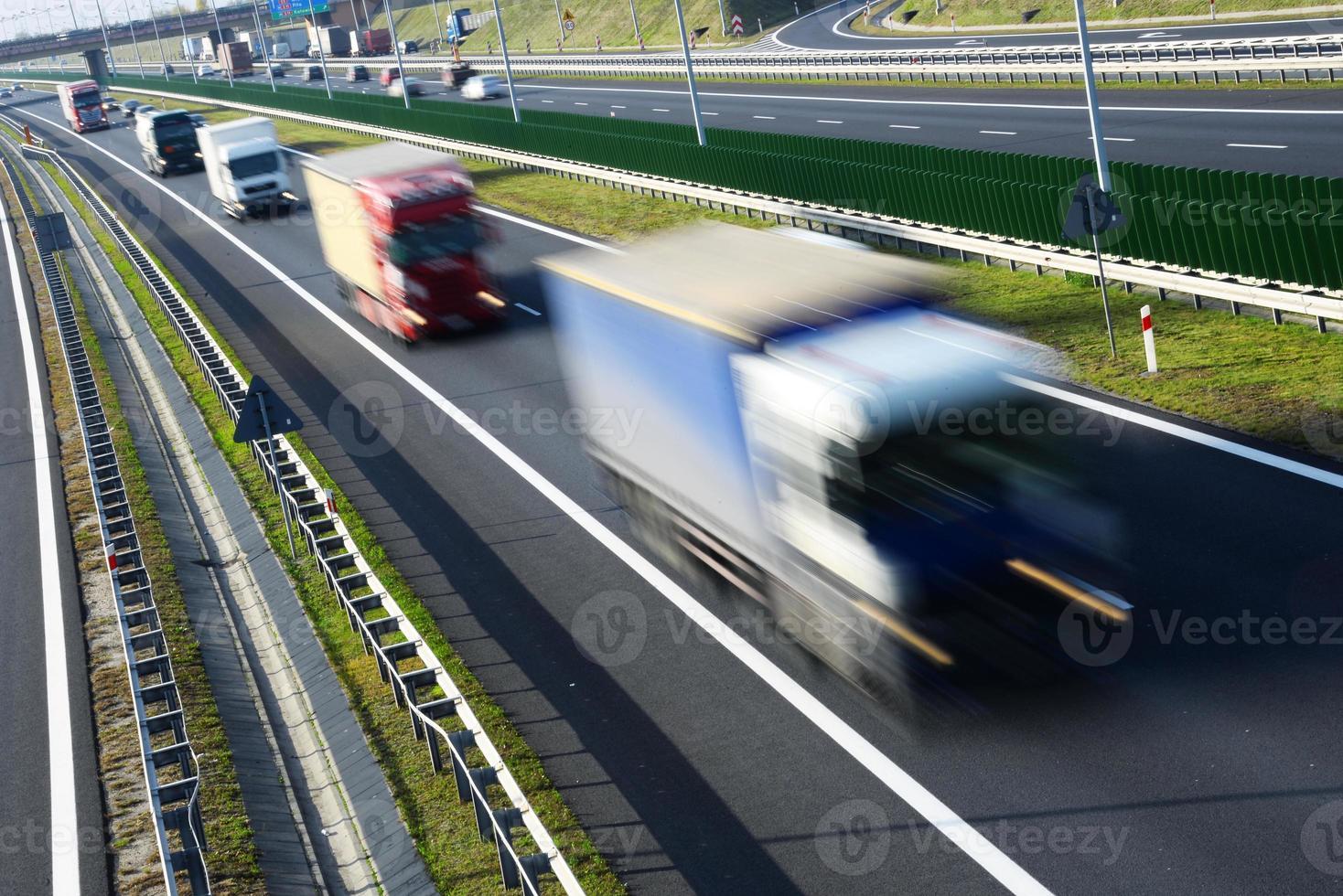fyrvägs motorväg med kontrollerad åtkomst i Polen foto