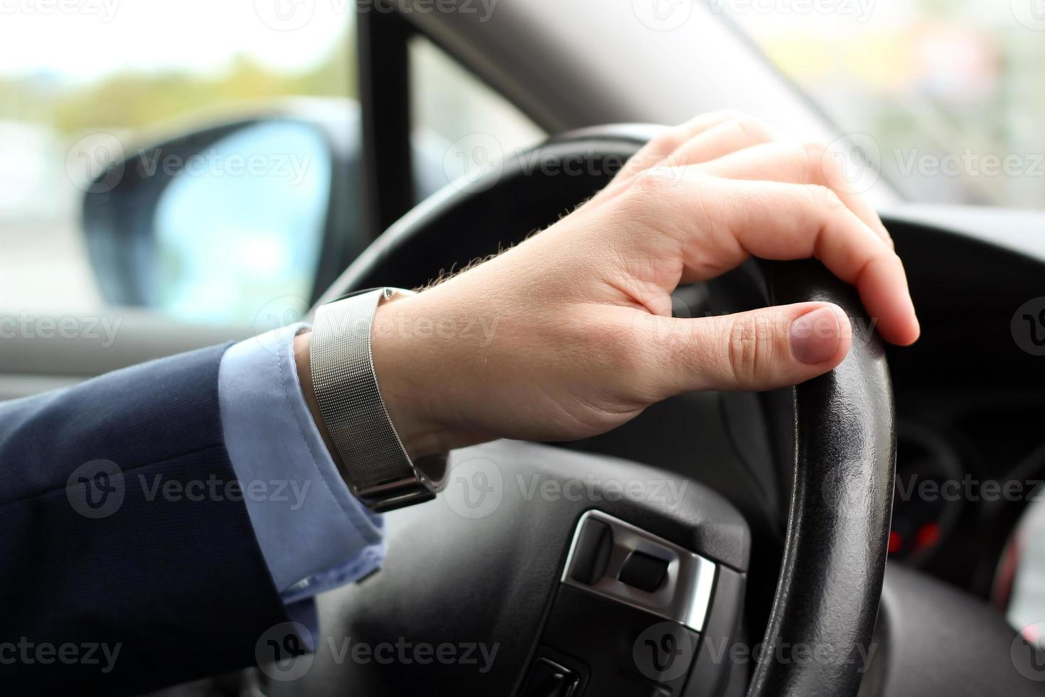 affärsman som kör sin bil foto