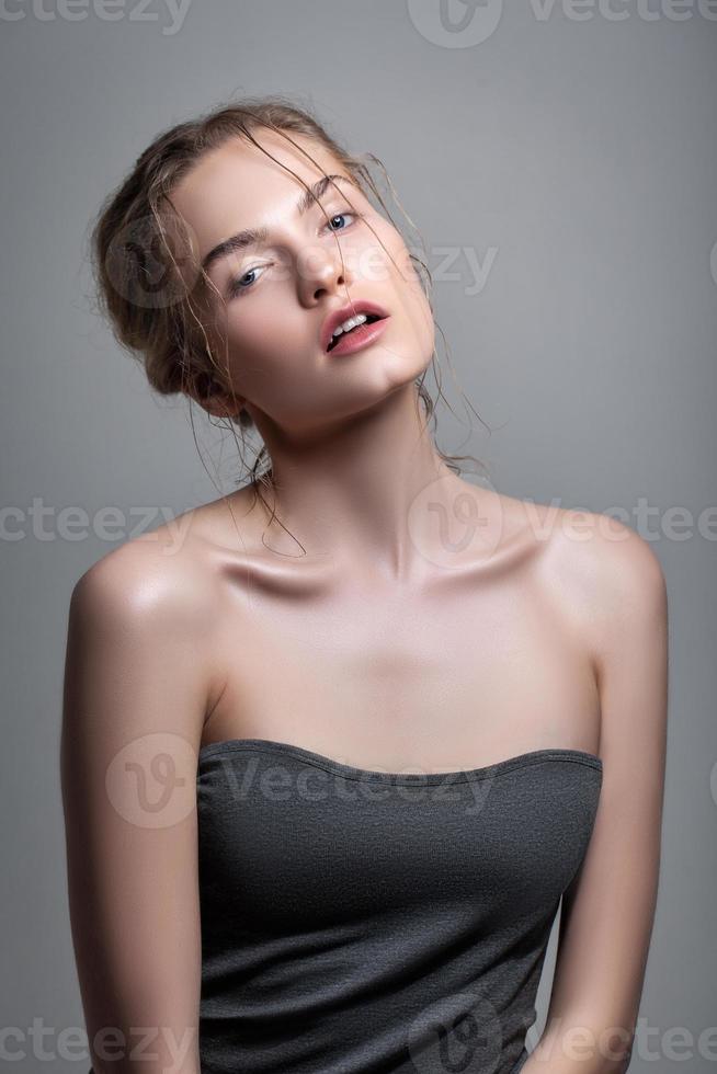porträtt av vacker sensuell kvinna foto