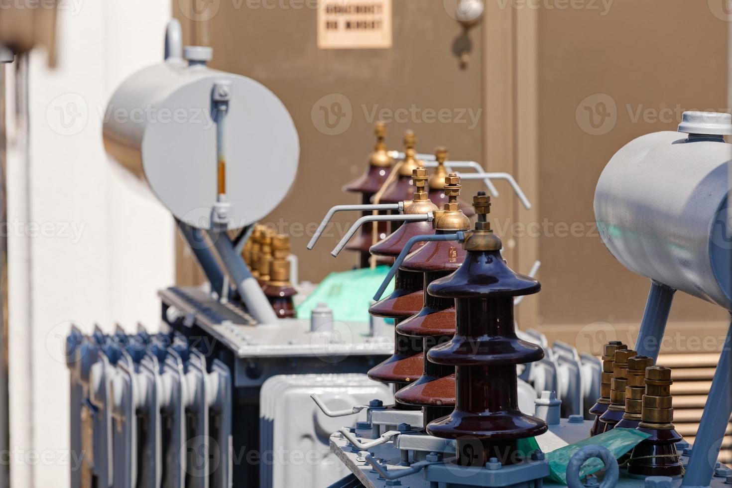 ny högspänningstransformator foto
