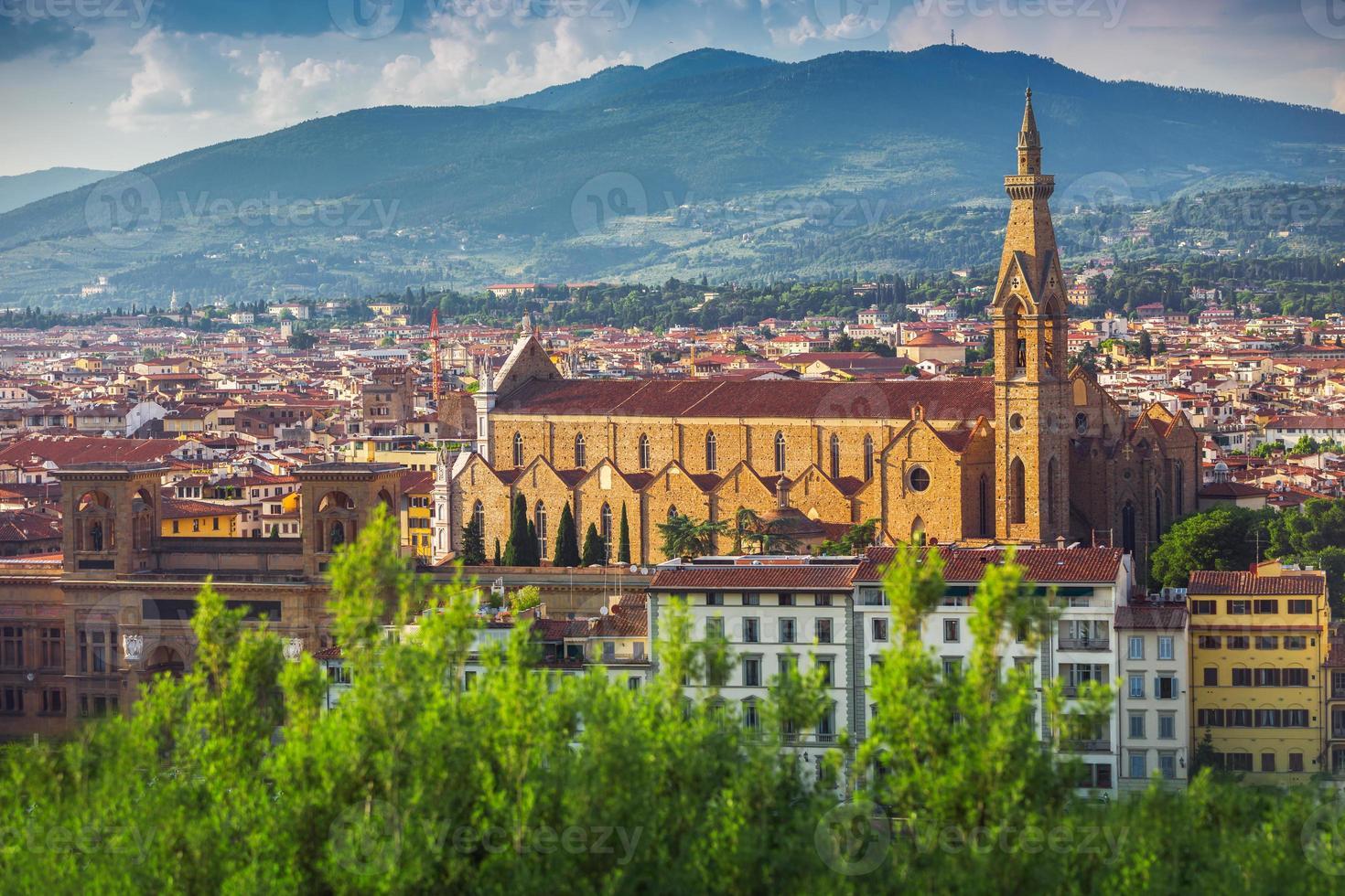 panorama av gammal florens och kyrkans heliga Mary foto