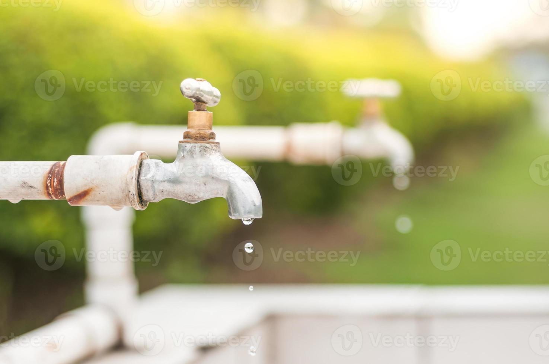 läckande avloppsvatten. foto