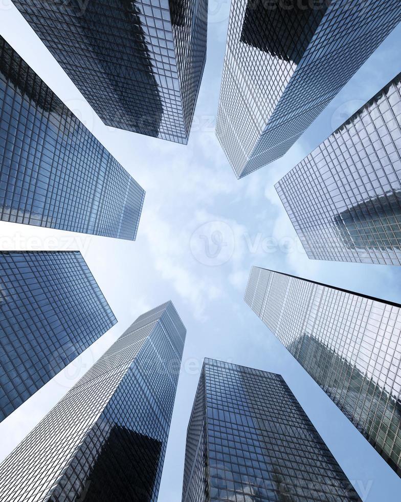 bakgrund av skyskrapor i glashöguppbyggnad, foto