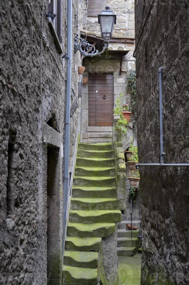 trappuppgång medeltida, bomarzo foto
