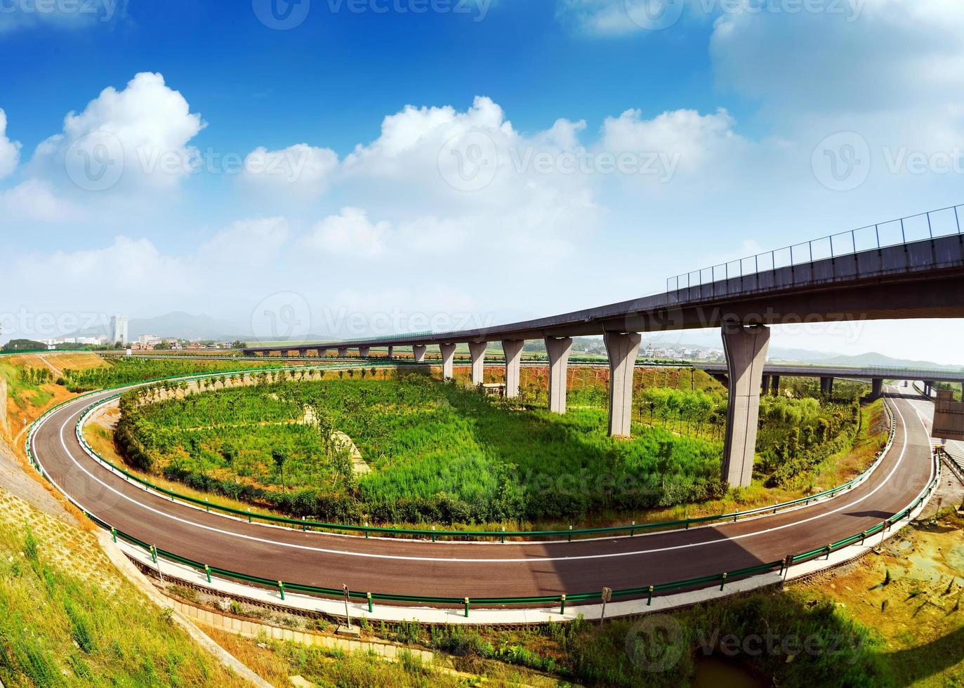 motorväg och viadukt foto