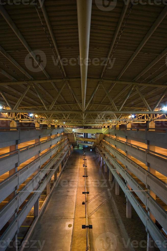 tågstation parkering garage foto