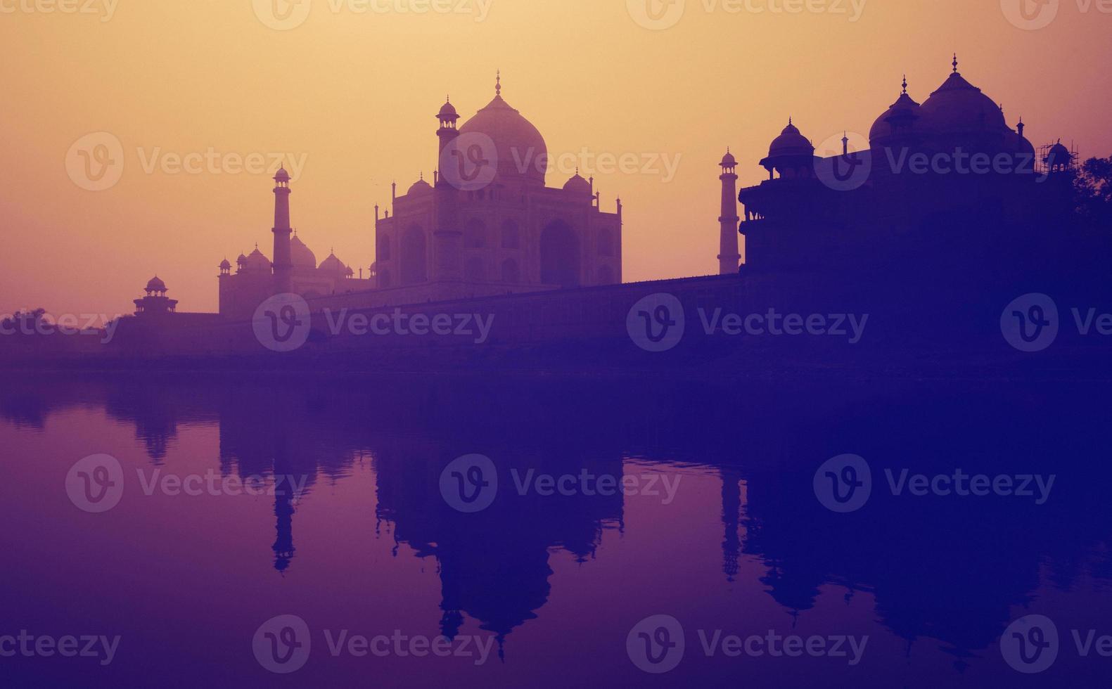 solnedgång silhuett av en grand taj mahal foto
