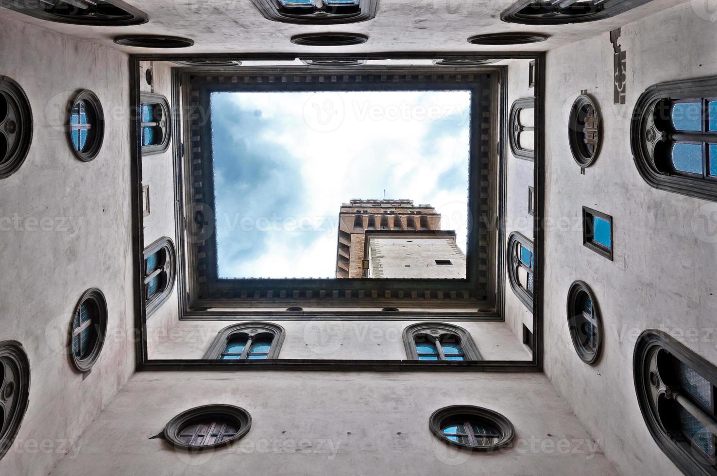 utsikt över palazzo vecchio från gården i Florens, Italien foto