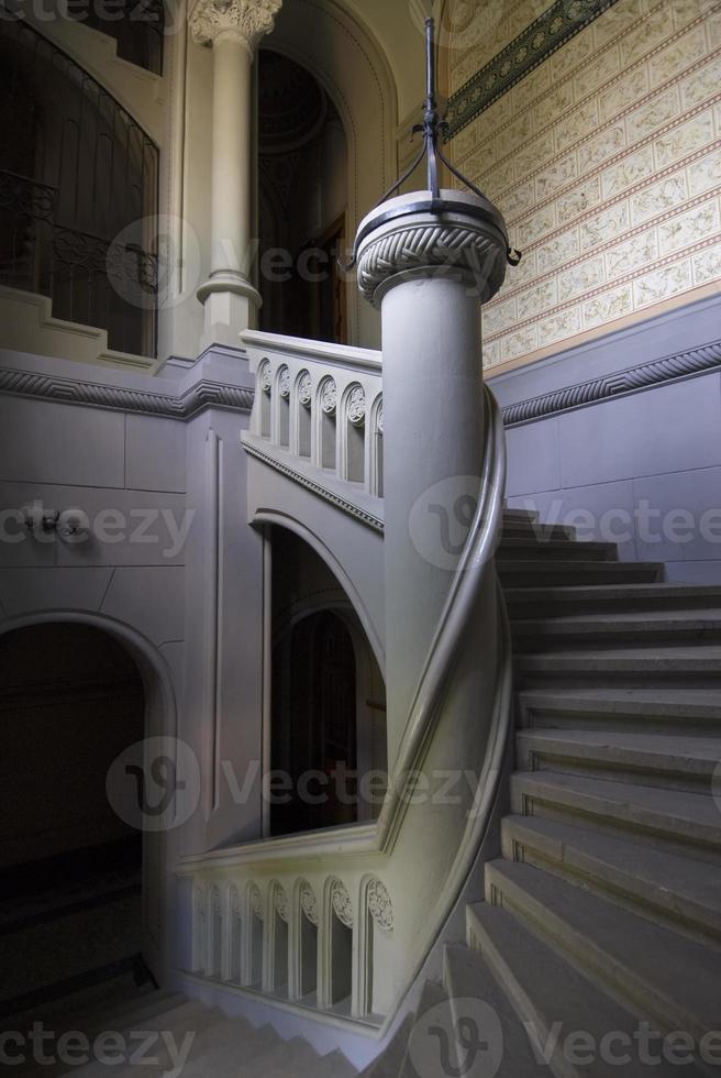 spiraltrappa med kolonn foto