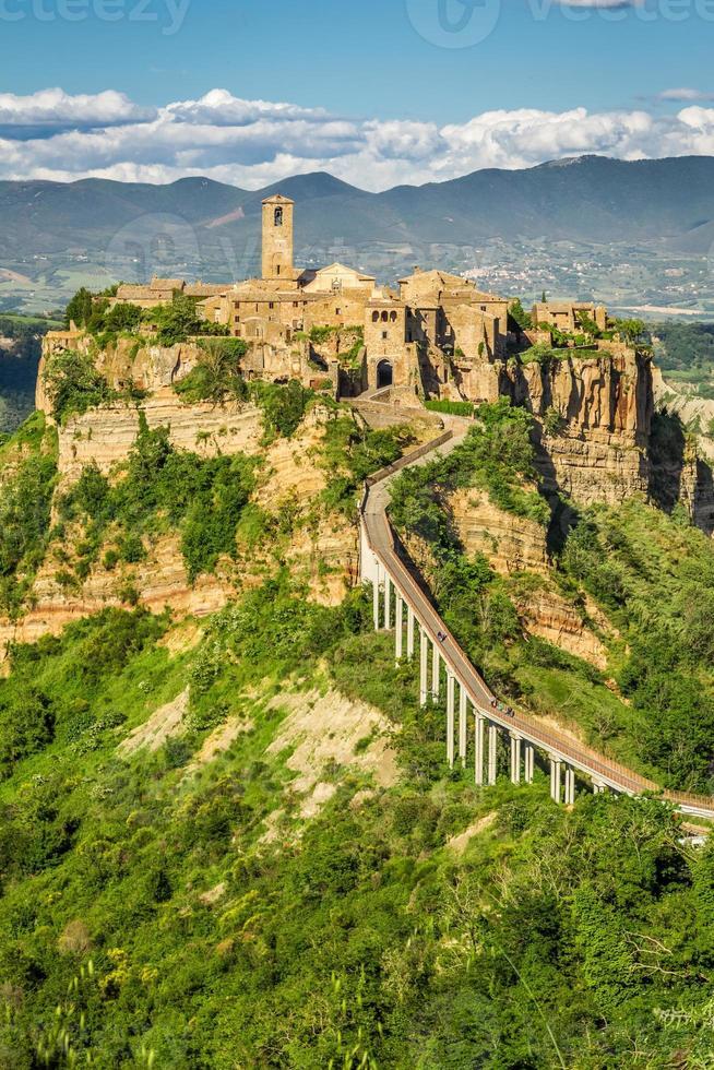 forntida stad på kullen i Toscana foto