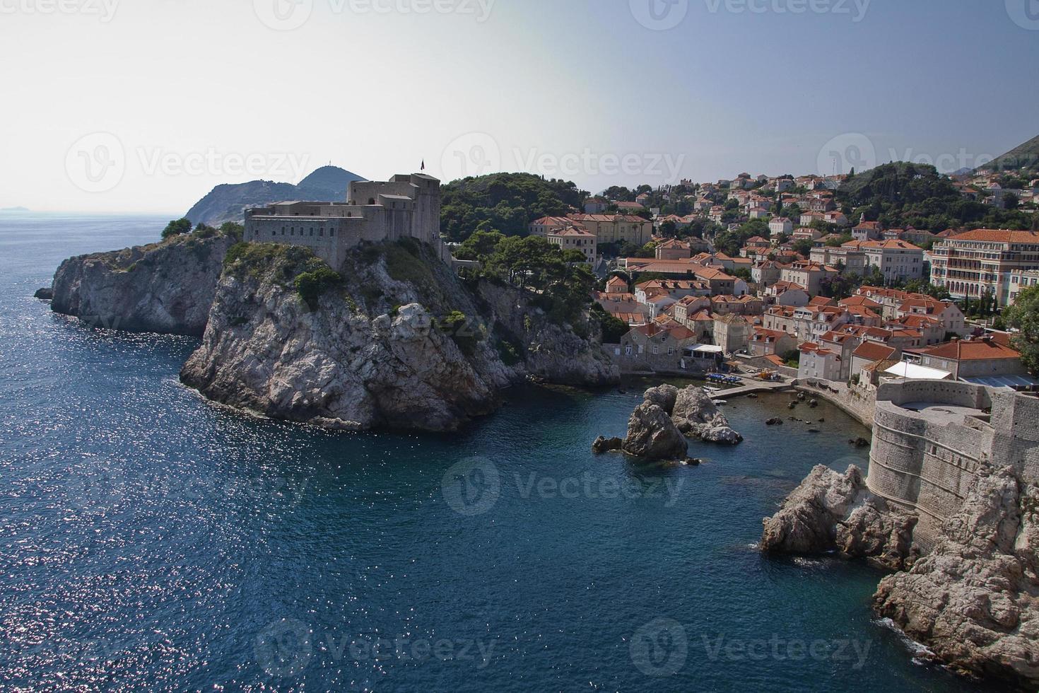 lanscape av den muromgärdade staden dubrovnik, Kroatien foto