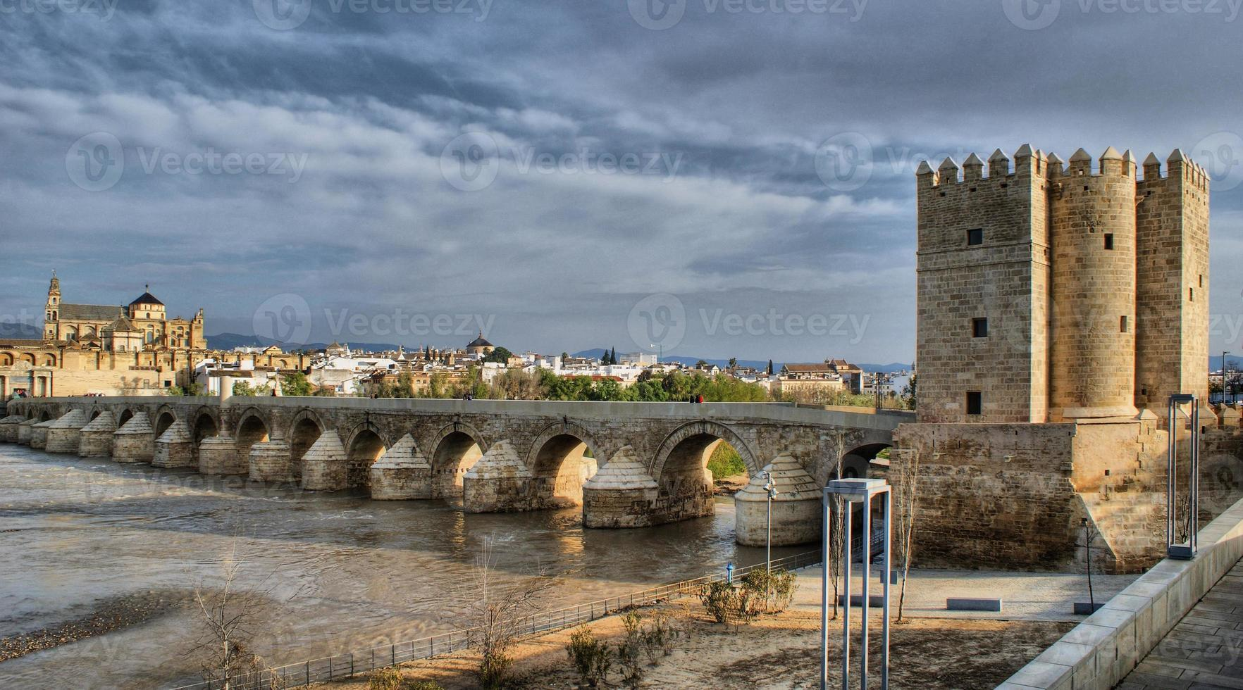 romerska bron i Cordoba foto