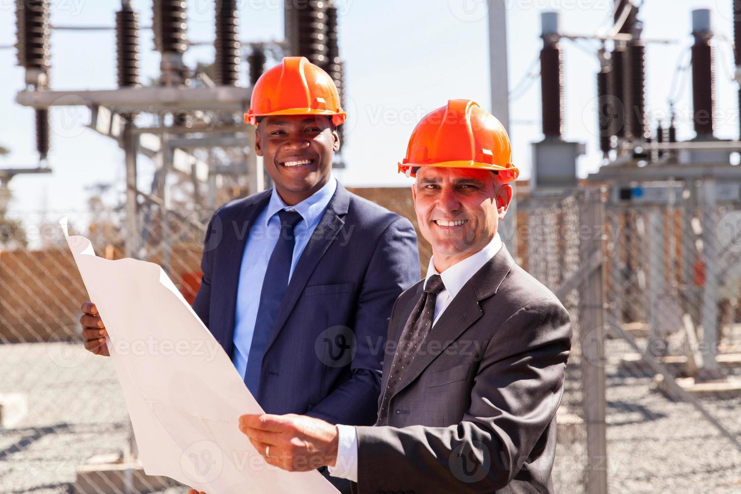 industriella chefer som håller planen foto