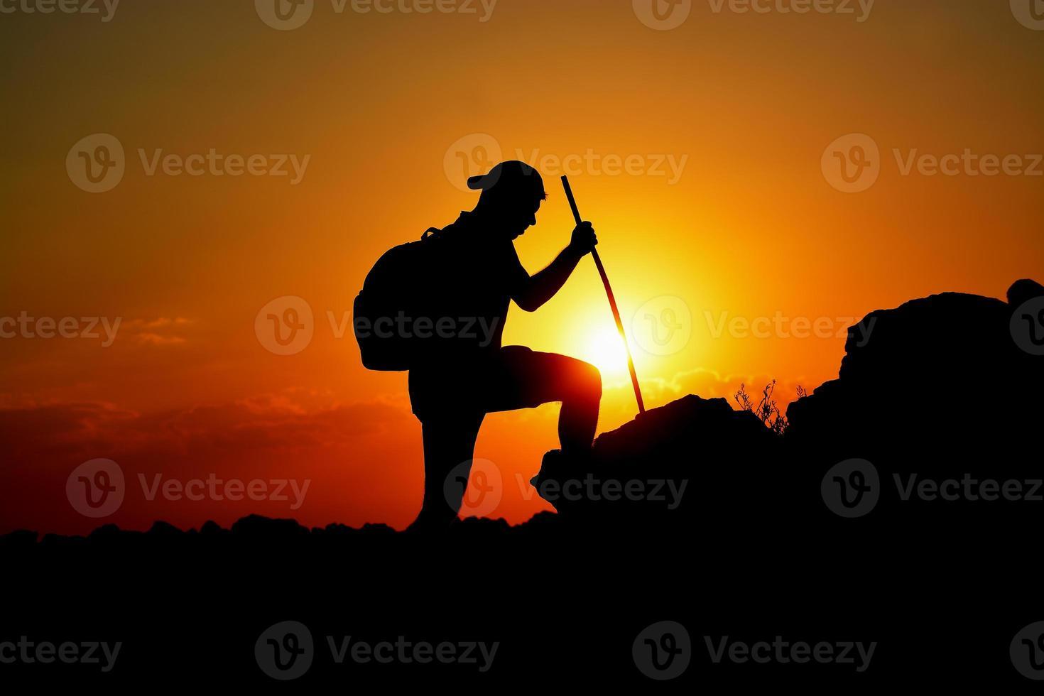 silhuetten av frihet och beslutsamhet foto