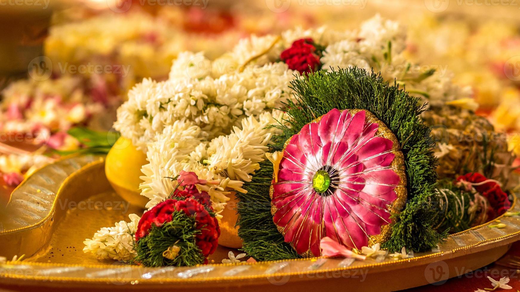 södra indiska bröllopsbukett under ritualen foto