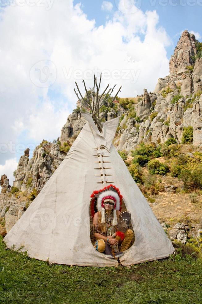 nordamerikansk indian i full klänning. foto
