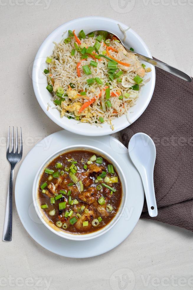 blomkål eller gobi manchurian med stekt ris foto