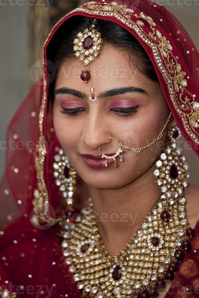 vackra indier, punjabi brud på sitt bröllop. foto