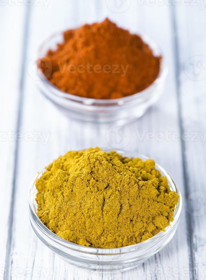 curry och paprikapulver foto