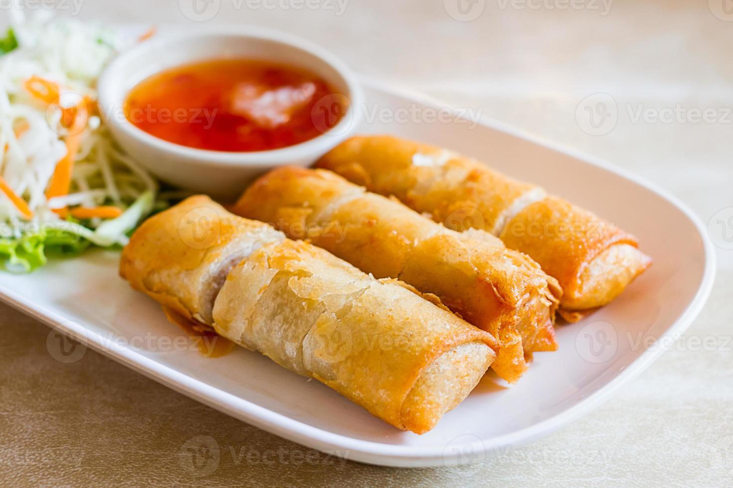 stekt kinesisk traditionell vårrullmat - Thailand foto