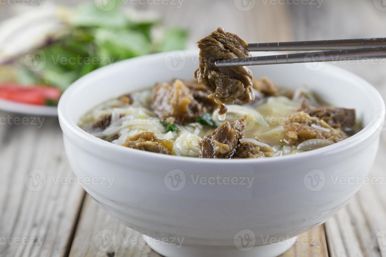 vietnamesisk pho noodle med nötkött foto