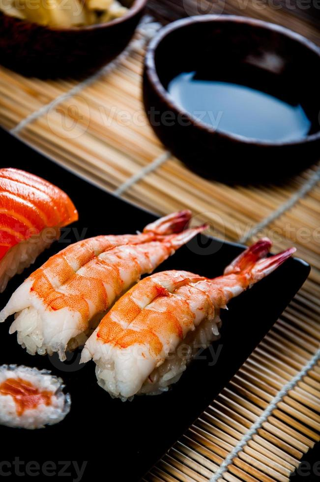 japansk färsk sushiset foto