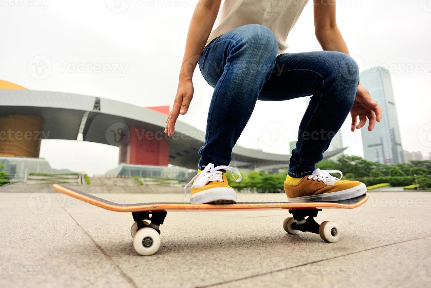 skateboardkvinna foto
