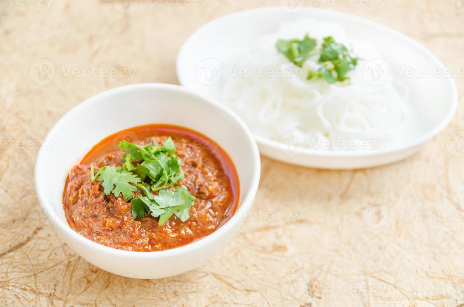 thai vermicelli ätit med nam prik ong foto