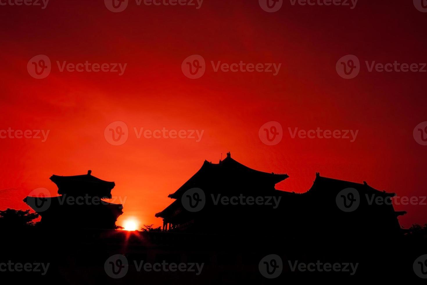 silhuett av kinesisk pagod foto