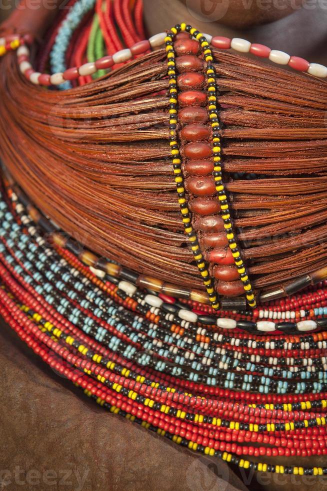 afrikansk pärlstav halsband. foto