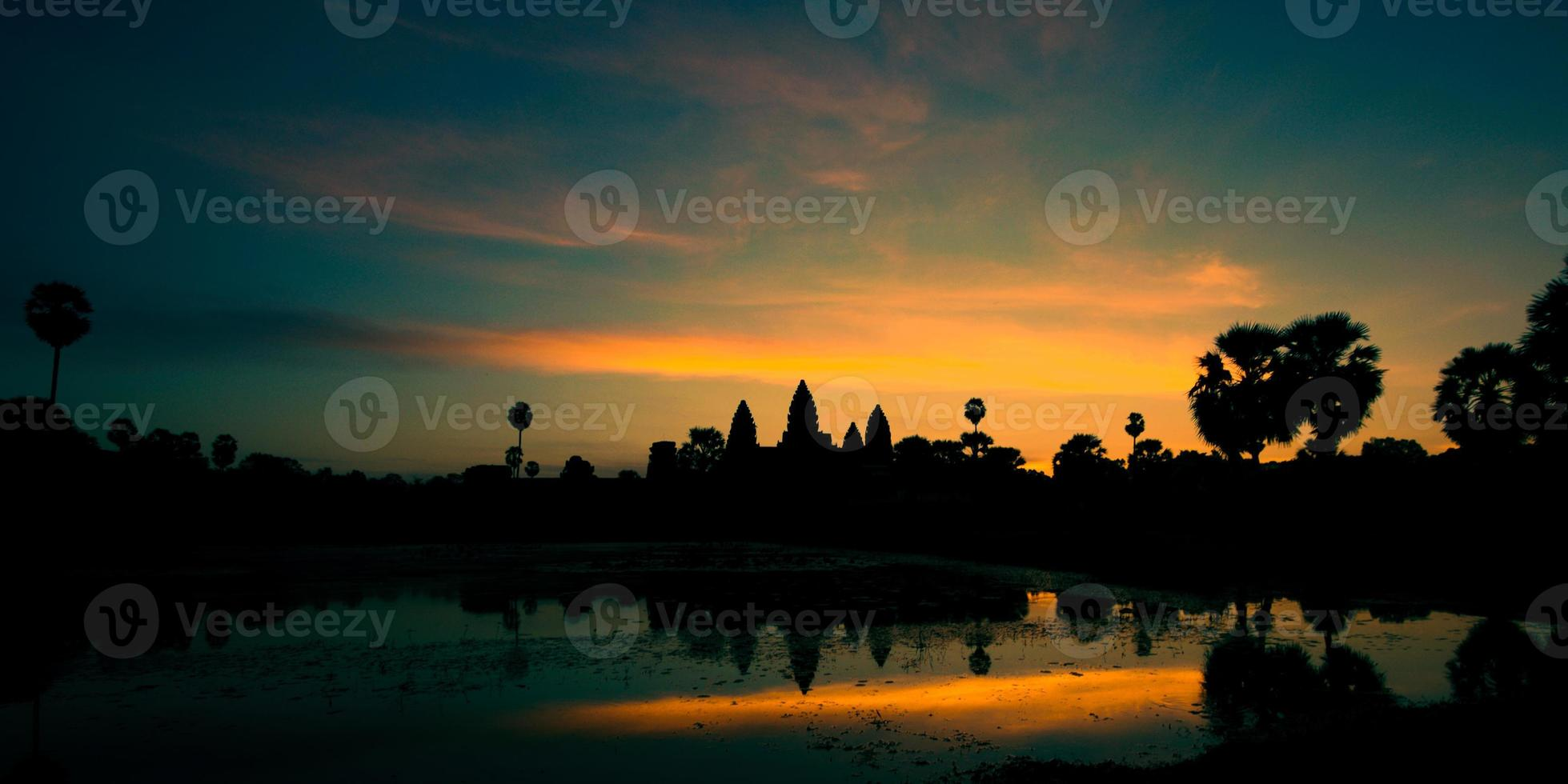 soluppgång vid Angkor wat, Kambodja foto
