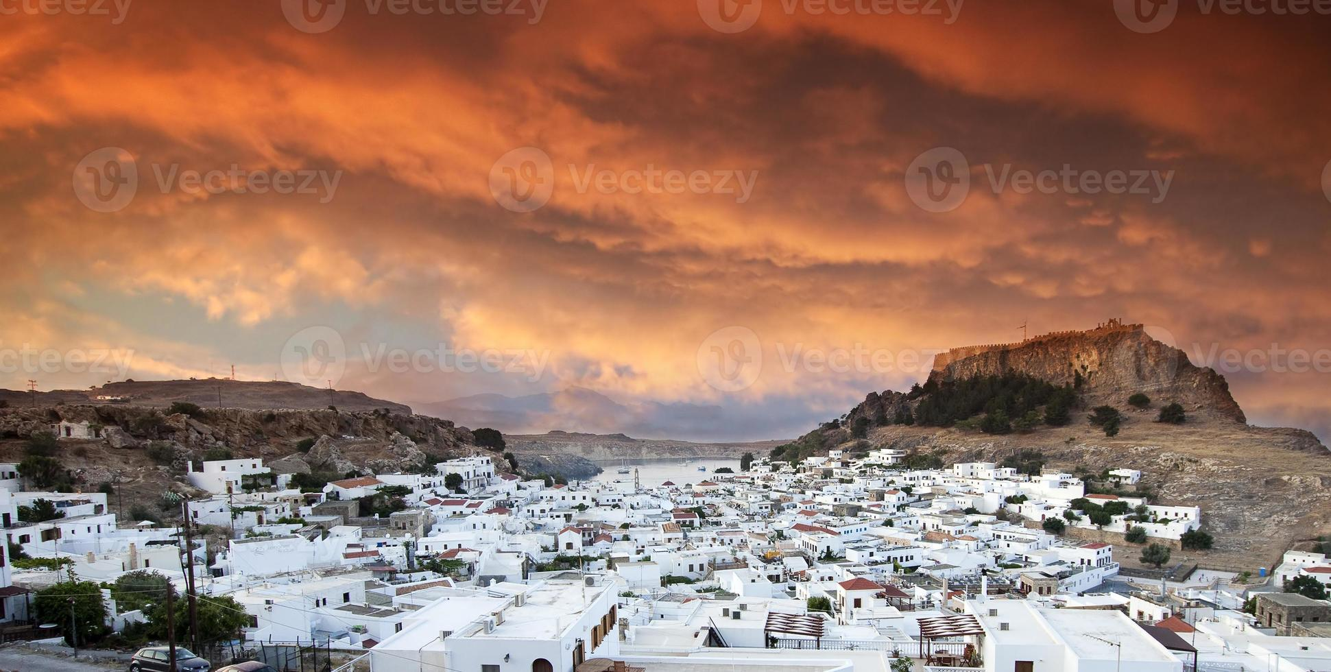 lindos vid solnedgången, Rhodos, Grekland foto