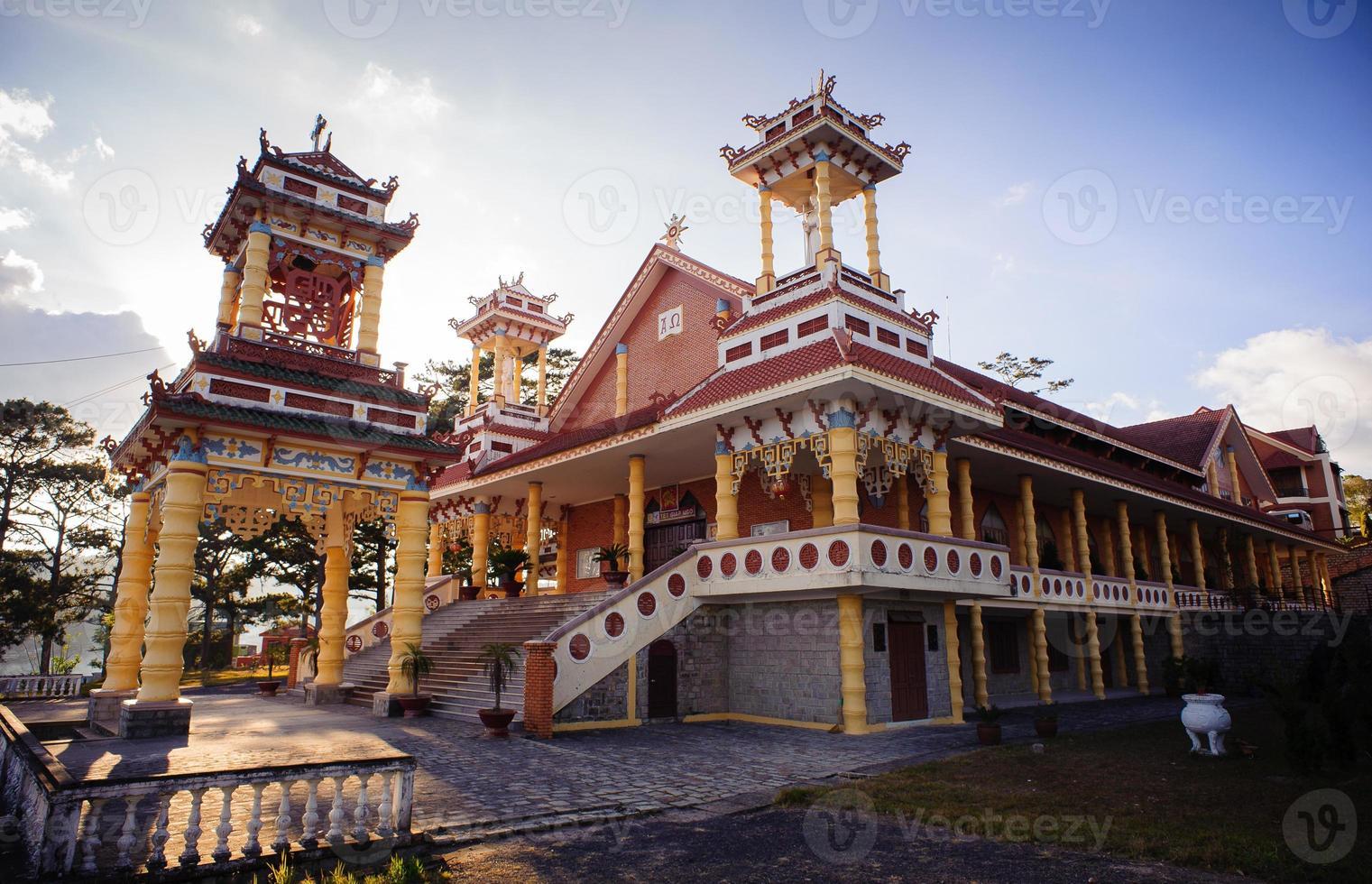 du sinh - orientalisk stil kyrka - Dalat City foto