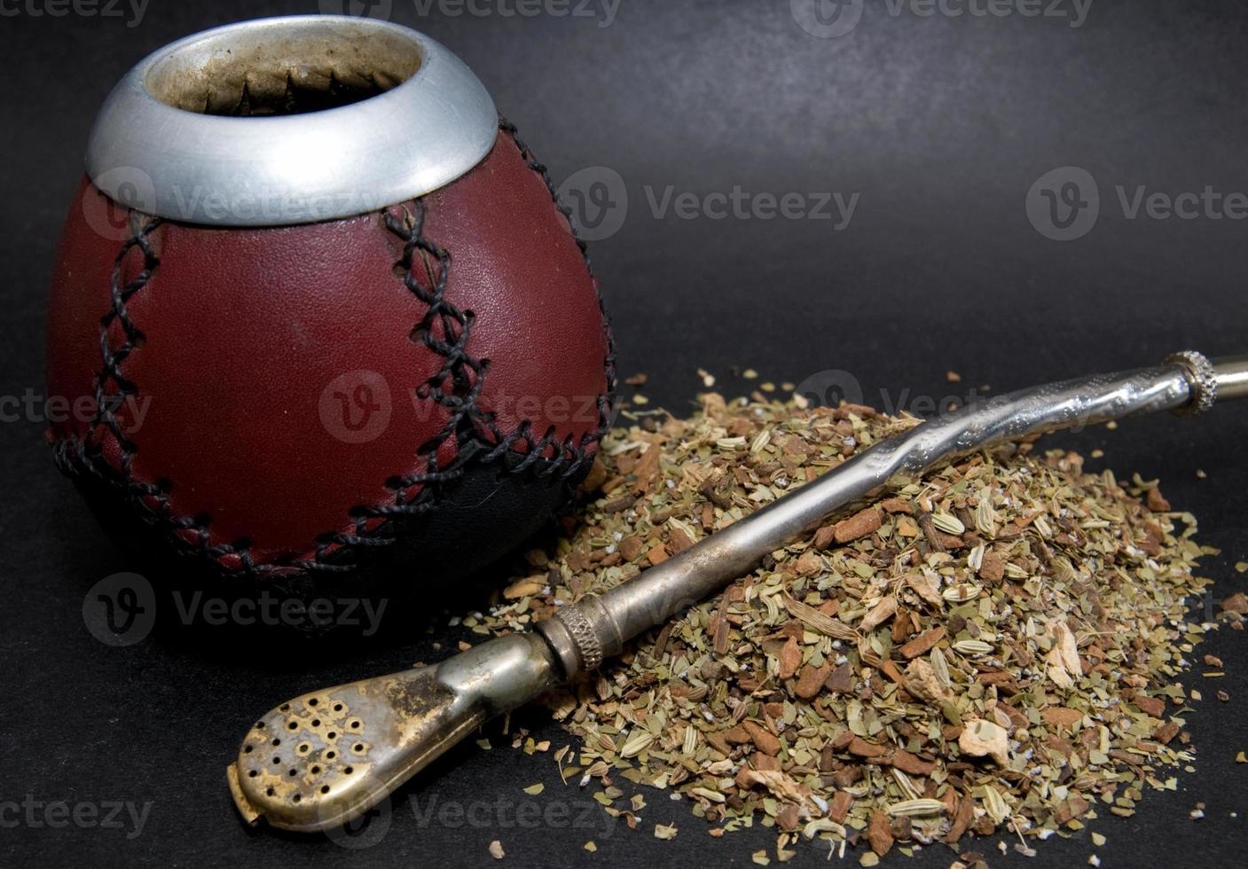 сup från kalebass med halm. foto