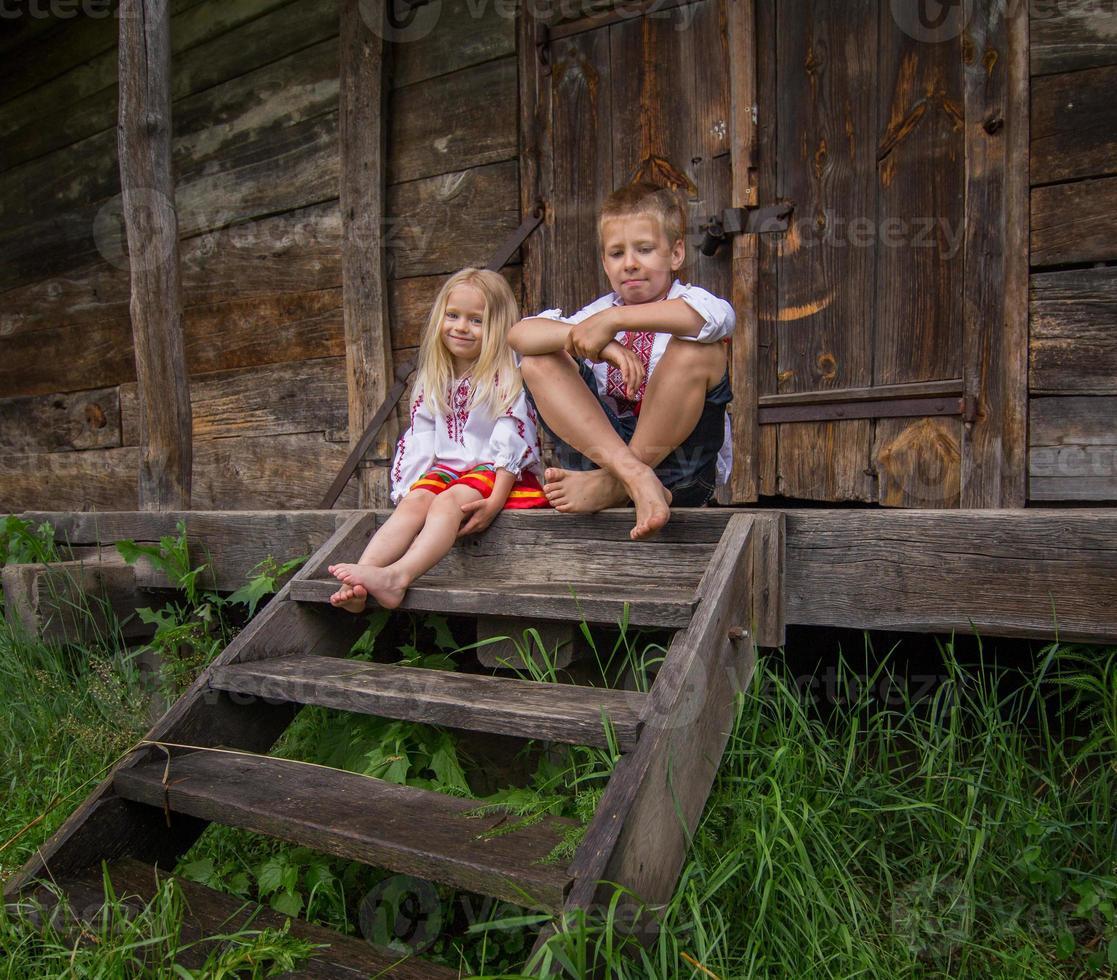 ukrainsk flicka i traditionell klänning - leende foto