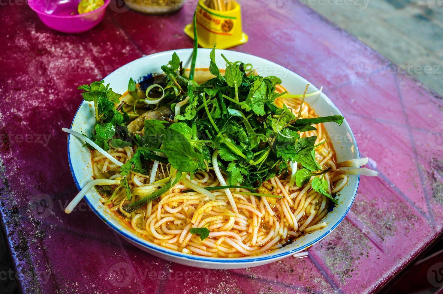 skål med vietnamesiska nudlar foto